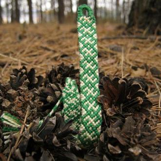 Браслет-фенечка ручной работы из мулине