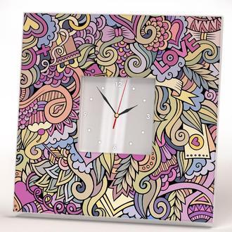 """Дизайнерские часы с арт текстурой декором на  тему """"Любовь. Love"""""""