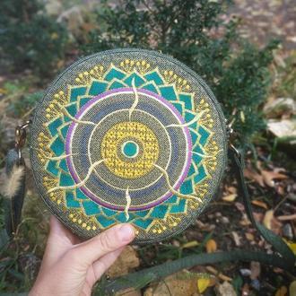 Вышитая сумочка круглой формы йога-символы Золотая Мандала