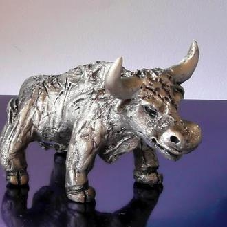 Статуетка у вигляді бика керамічна