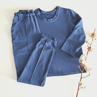 Трикотажная пижама со штанами и кофтой