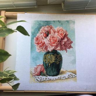 """Картина, вышитая крестиком """"Розы в вазе"""""""