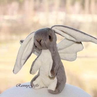 Hand-made игрушка серый зайчик из плюша с крылышками
