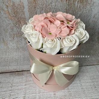 Букет из мыльных роз и гортензий