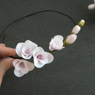Венок с цветами фрезии в прическу невесте / Цветочный венок для волос