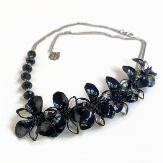 Черное цветочное колье на шею