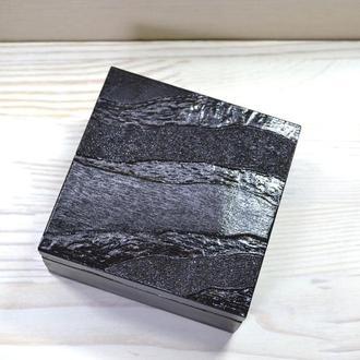 Шкатулка квадрат черная выжигание пирография дерево темная
