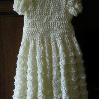 Вязаное платье для маленькой девочки