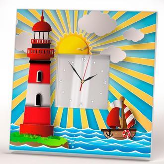 """Тематические часы с детским рисунком """"Кораблик и маяк"""" на стену, на подставке"""