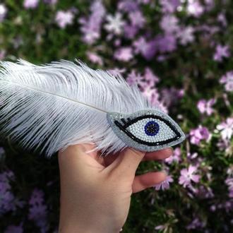 Брошка глаз с пером