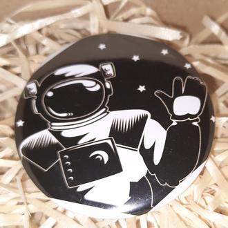 Круглый значек значок космос нуар