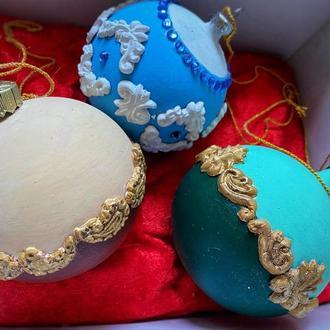 Подарочный набор ёлочных шаров.