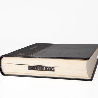Закладка для книг «Broken by books»