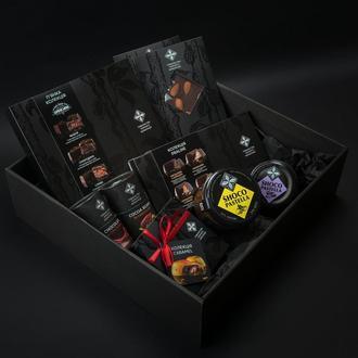 Подарочный набор «Три вида конфет, шоколад, какао-бобы и два вида шоколадни паст»