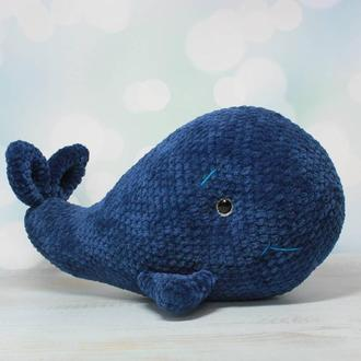 Большой плюшевый кит