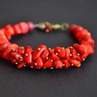 Красный браслет из коралла