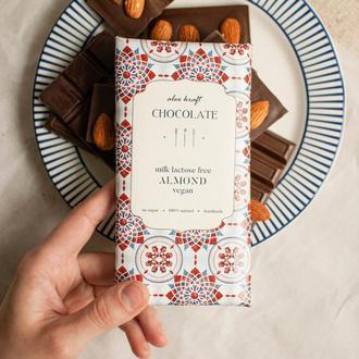 Шоколад молочний (безлактозний) з цільним мигдалем, 80 г