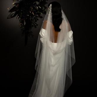 Свадебная фата с цветочками на двух гребешках
