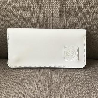 Белый кошелек для купюр без сложения.