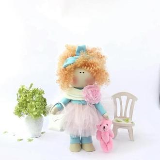 Кукла с кудрявыми волосами
