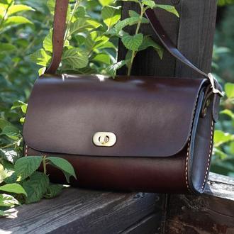 Кожаная женская сумка багет коричневого цвета с персонализацией, маленькая сумка через плечо