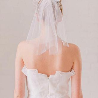 Свадебная фата, короткая, с бантиком.