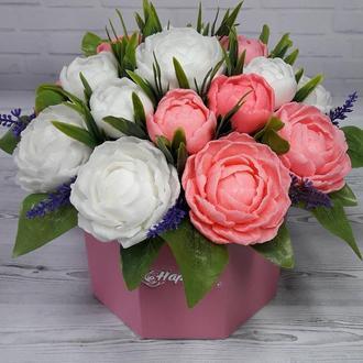 Большой букет цветов из мыла. Ароматическая композиция. Пионы бело-розовые.