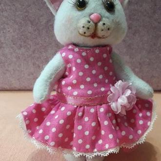 Кішечка  у рожевій сукні з фетру