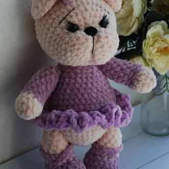 Мишка в фиолетовом платье