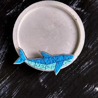Полигональная брошь маленькая Рыбка. Морская брошь Рыбка в стиле минимализм. Брошь Акула
