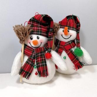 Новогодний снеговик на елку Мягкая елочная игрушка на новый год снеговичок