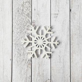 Снежинка деревянная 6,5*6,5 см. 1 шт