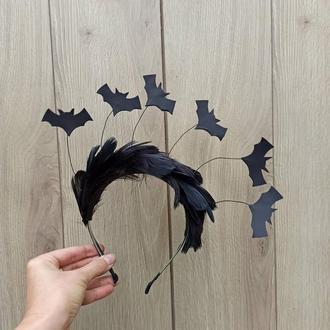 Корона к Хеллоуину Хеллоуин. Обруч с черными перьями и летучими мышами