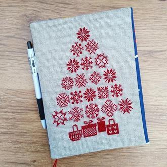 Блокнот с вышитой новогодней елчкой из снежинок. Двусторонняя обложка.
