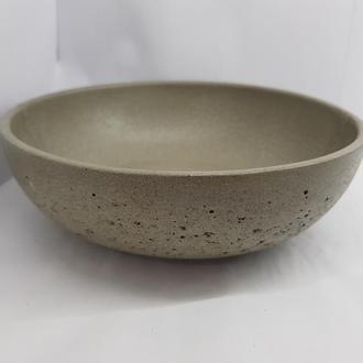 Тарелка из бетона - серая