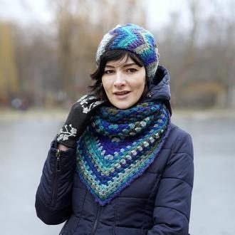 Яркий шарф бактус