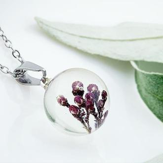 Подвеска с веточкой скимии  Украшения с цветами и растениями в смоле (модель №2608) Glassy Flowers
