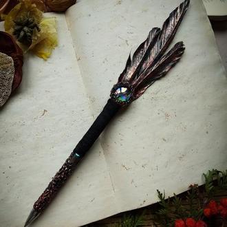 Гелевая ручка с пером в стиле фентези