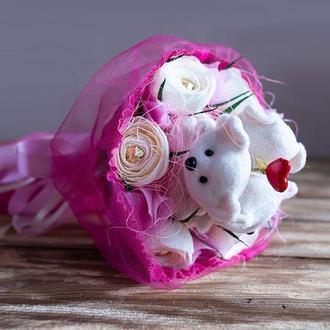 """Букет з м'яких іграшок і цукерок """"Закохані ведмедики"""""""