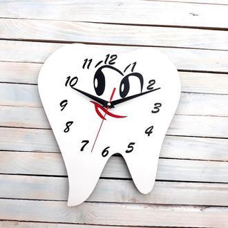 Годинник настінний у вигляді зуба