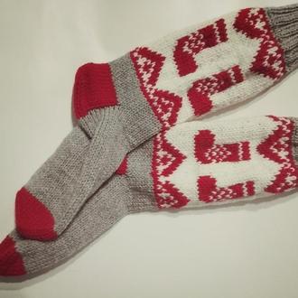 Новогодние вязаные носки с оленями