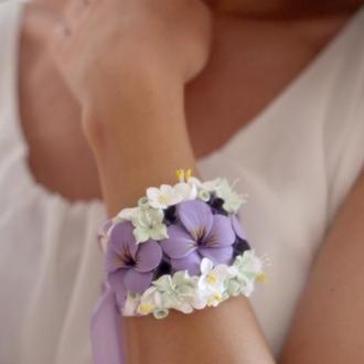 """Браслет на руку с цветами """"Анютины глазки"""". Свадебная бутоньерка на руку для сидетельницы"""