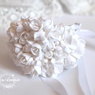 """Свадебный браслет на руку для невесты или свидетельницы. Браслет с цветами  """"Белые фрезии"""""""