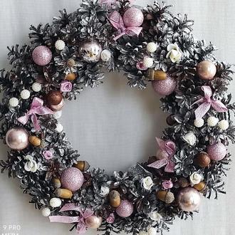 Новогодний венок Рождественский декор Новогодний венок из шишек в цвете пудра