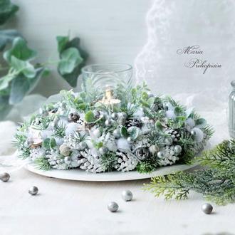 Рождественский серебряный подсвечник.