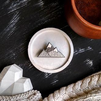 Авторская минималистичная Брошь Горы. Геометрическая маленькая брошь для путешествий. Брошь Карпаты
