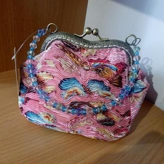 Текстильная сумочка с фигурным фермуаром