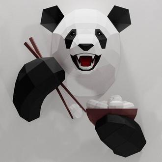 Забавная панда с едой