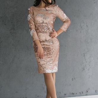 Яркое платье из двухсторонних пайеток