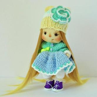 Кукла интерьерная Бусинка в шапочке с вязаной розой